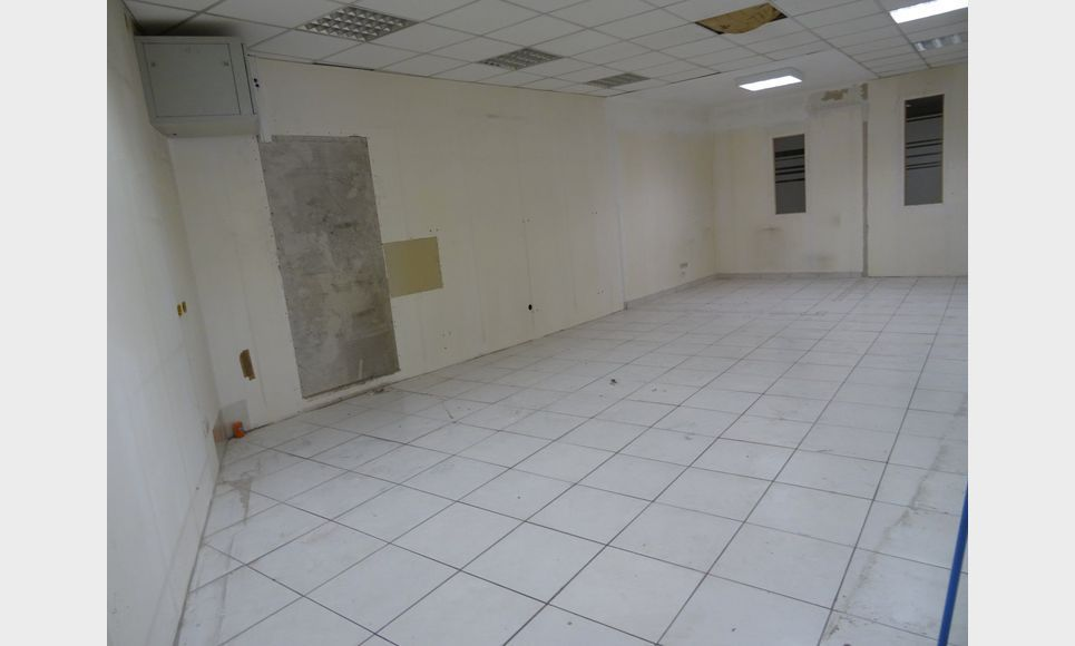 LOCAL COMMERCIAL D'ENVIRON 170 m2 : Photo 1