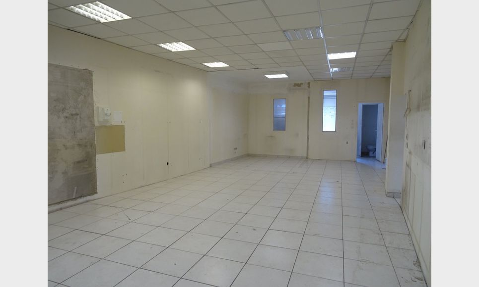 LOCAL COMMERCIAL D'ENVIRON 170 m2
