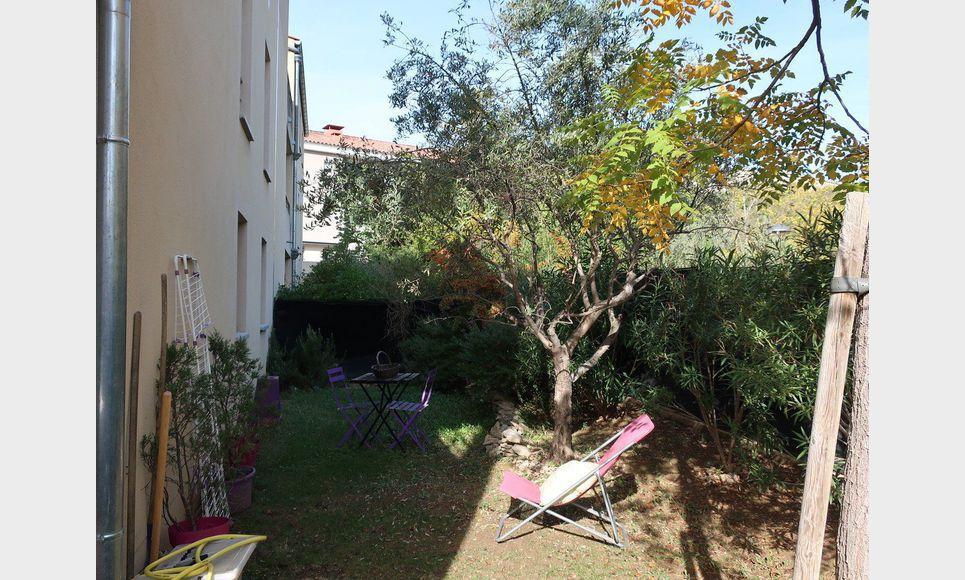 Type 3 avec jardin et terrasse dans résidence sécurisée : Photo 1