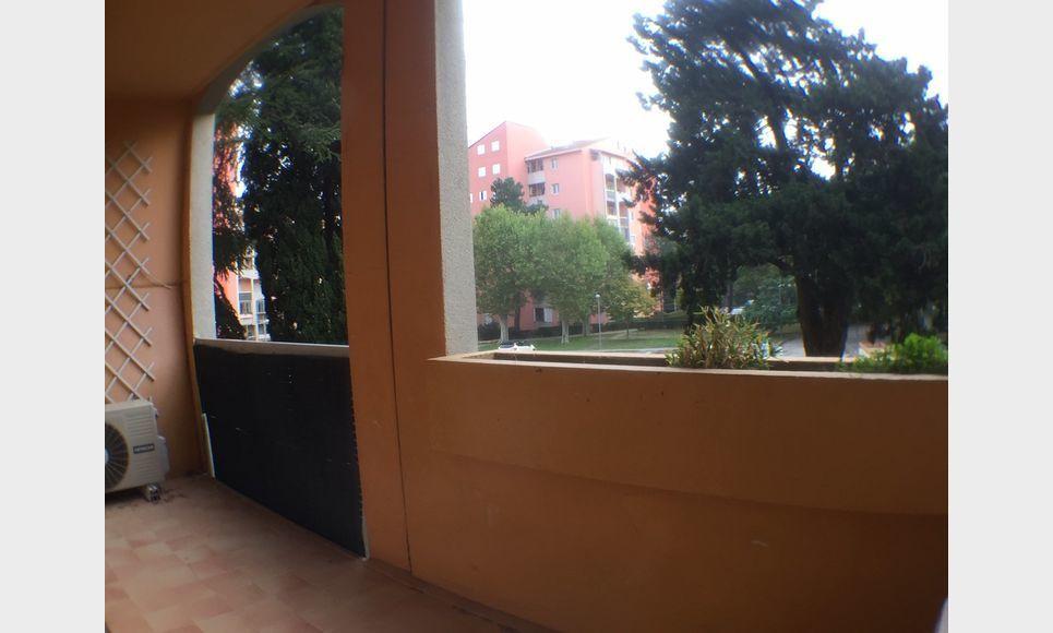 T 3/4 AIX OUEST AVEC TERRASSE 2CH, PLACE DE PARKING : Photo 2