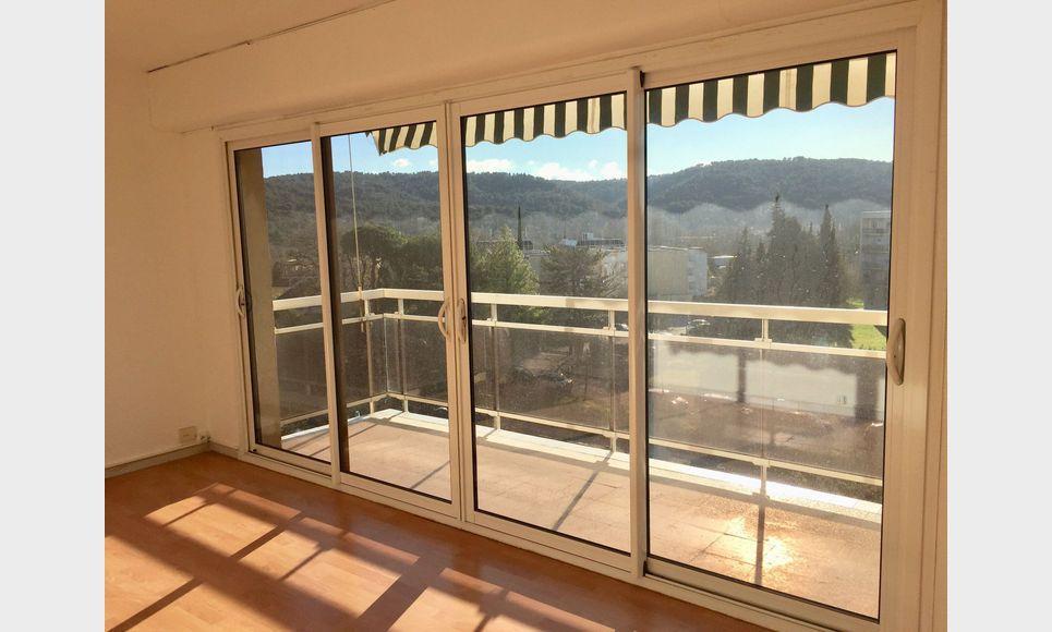 Aix Sud, T2 55 m2 résidence avec ascenseur, parking, cave : Photo 1