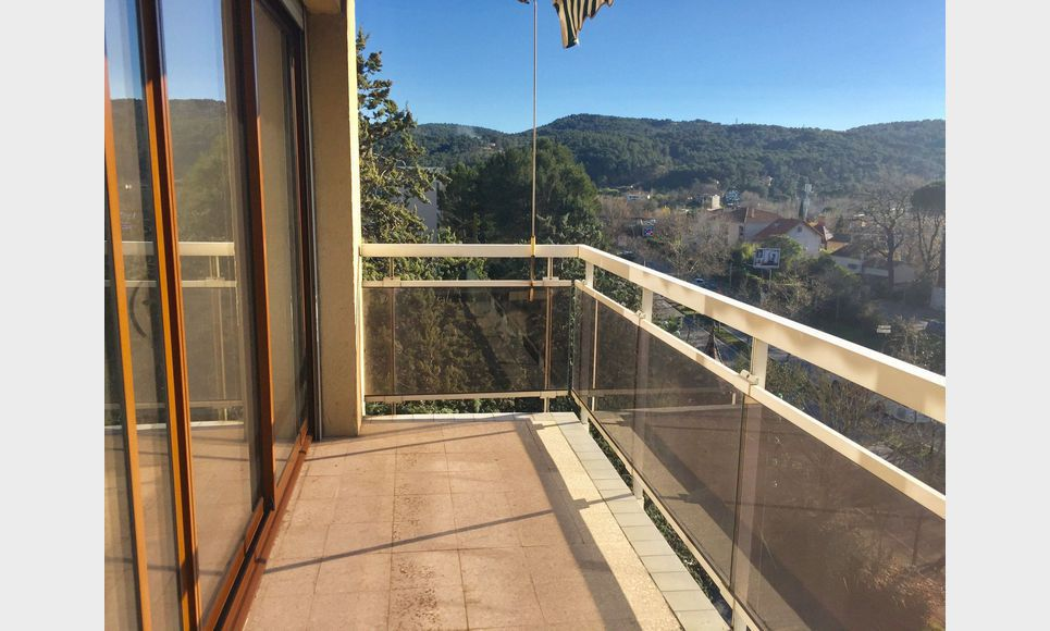 Aix Sud, T2 55 m2 résidence avec ascenseur, parking, cave : Photo 2