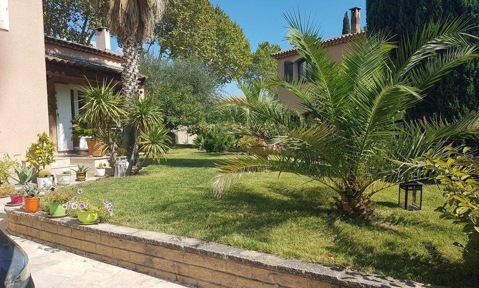 Aix en Provence à 4km de la Rotonde - Maison dotée de matéri : Photo 2