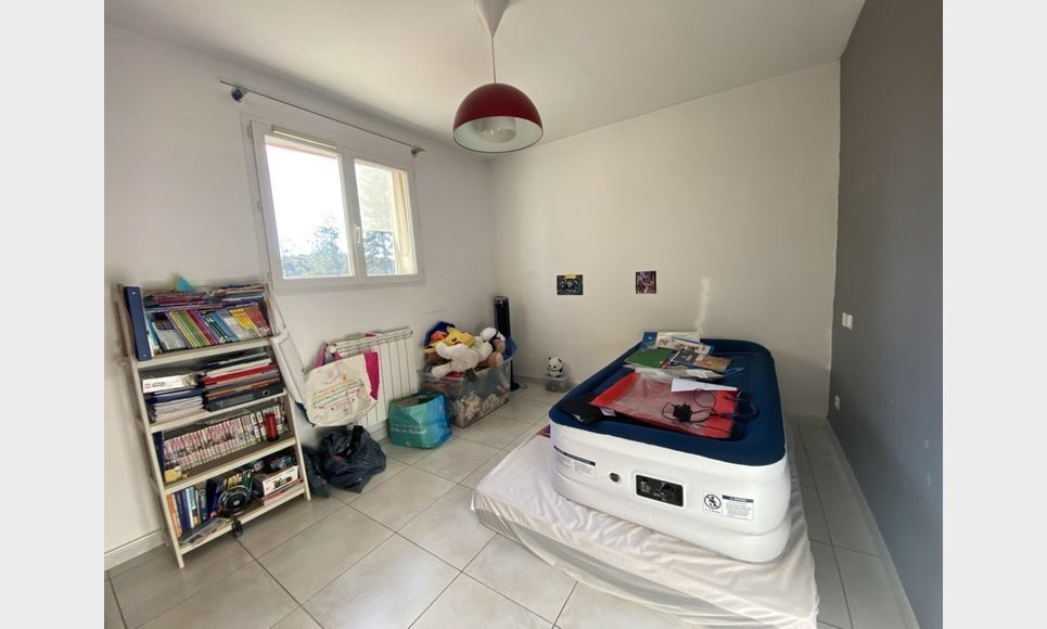 CABRIES : Villa de 5 pièces R+1 de 140m2 avec terrain de 600 : Photo 5