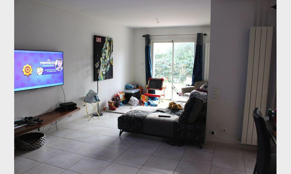 CABRIES : Villa de 5 pièces R+1 de 140m2 avec terrain de 600