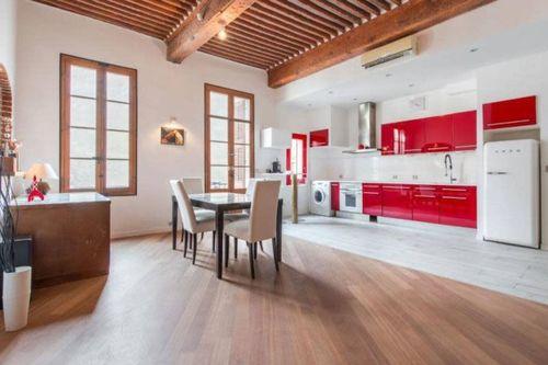 AIX CENTRE VILLE - T3 de 105 m2 - Meublé - Terrasse