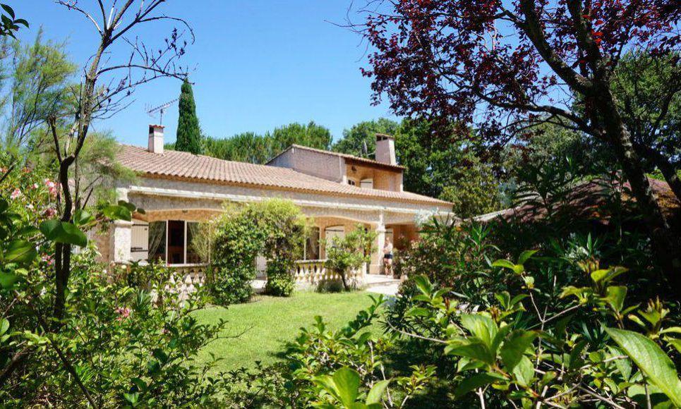 Grande propriété familiale T 7 piscine à 20 mn d'Aix en Prov
