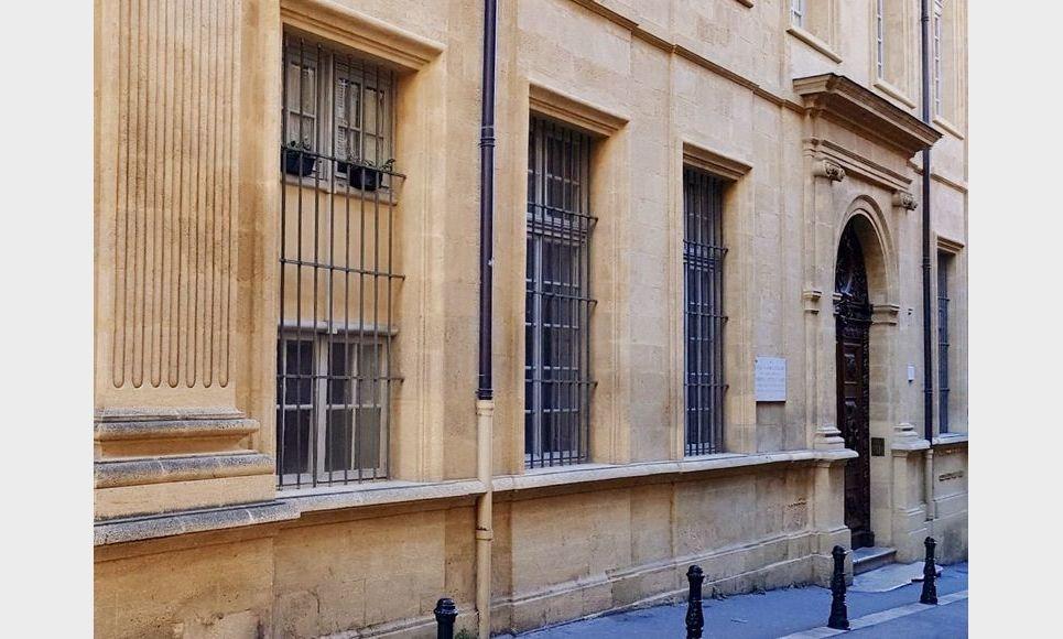 AIX CENTRE VILLE HISTORIQUE - T3 de 72 m2 - Hôtel Particulie : Photo 2