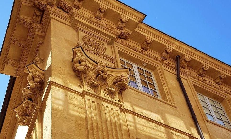 AIX CENTRE VILLE HISTORIQUE - T3 de 72 m2 - Hôtel Particulie