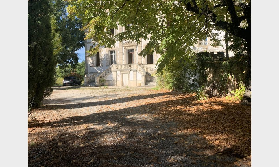 PIERREVERT - Château à restaurer et demeure de maître 310 m