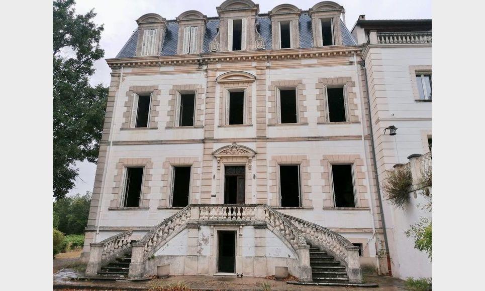 PIERREVERT - Château à restaurer et demeure de maître 310 m : Photo 2