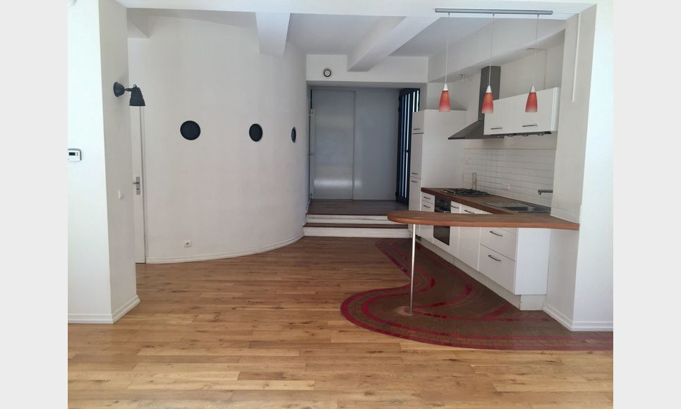 BARJOLS - Grand loft T2/T3 de 104 m2 : Photo 1