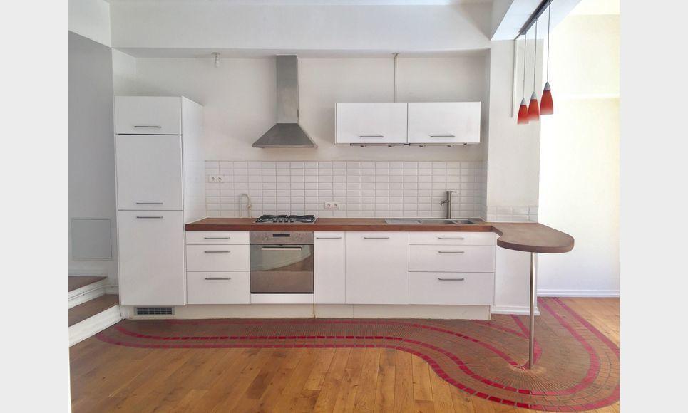 BARJOLS - Grand loft T2/T3 de 104 m2 : Photo 2