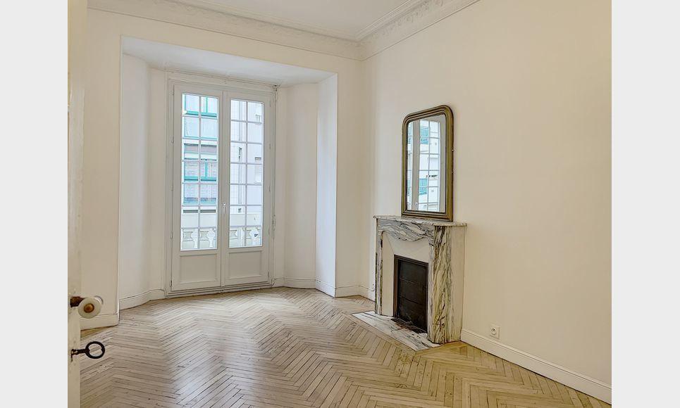 Location 2 Pièces - Molière