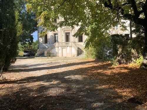 PIERREVERT - Château 592 m2 et Demeure 310 m2 - 7,5 hect