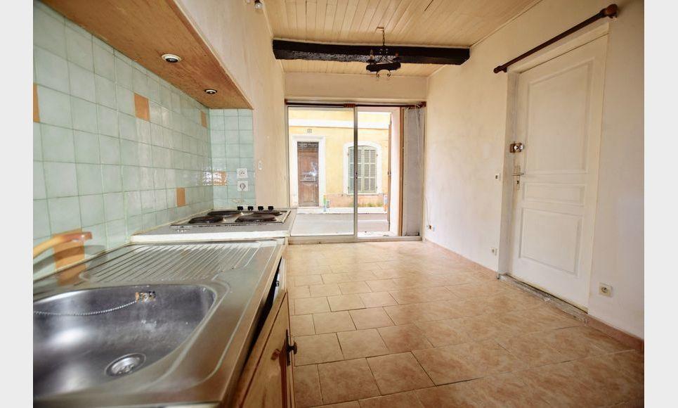 ST MAXIMIN - Studio 16,43 m2 - Cave voutée 40 m2 environ : Photo 2