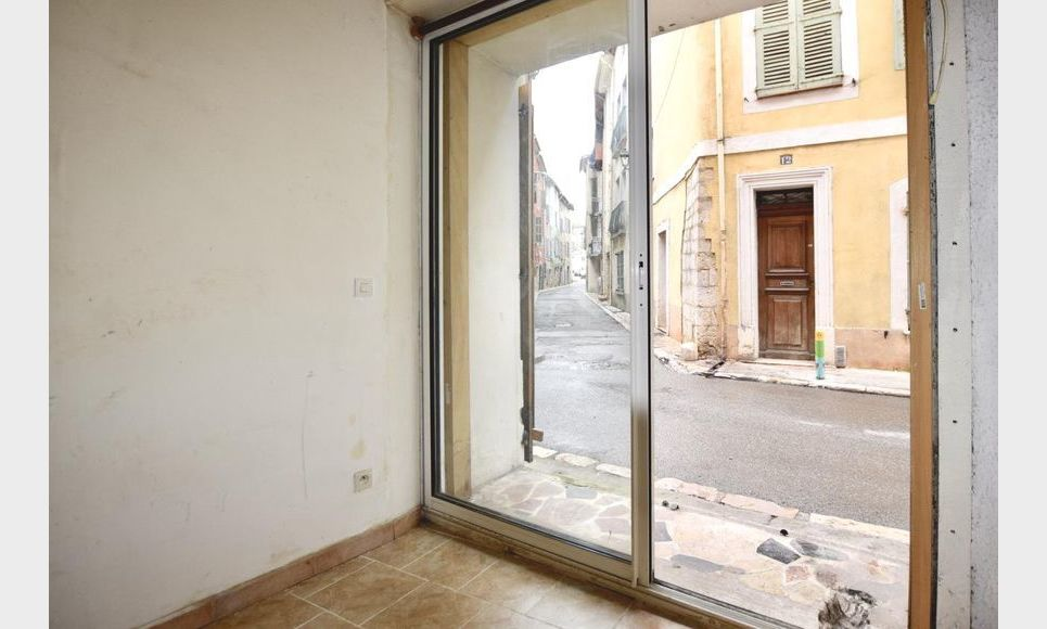 ST MAXIMIN - Studio 16,43 m2 - Cave voutée 40 m2 environ : Photo 4