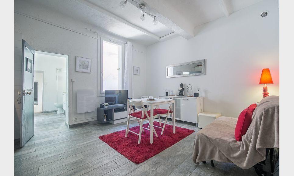 AIX CENTRE HISTORIQUE - T2 de 28,43 m2 - Meublé : Photo 2