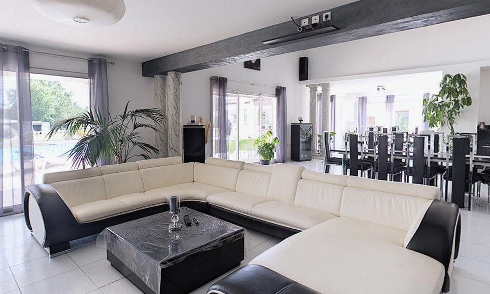 SAINT CANNAT - Villa T6 de 236m2 - Piscine - Terrain 3500m2 : Photo 2