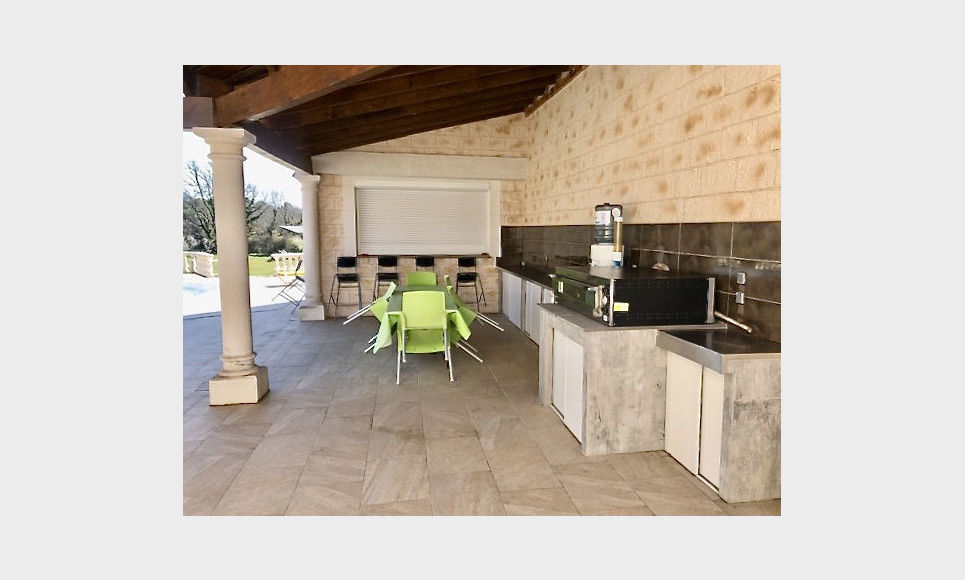 SAINT CANNAT - Villa T6 de 236m2 - Piscine - Terrain 3500m2 : Photo 3