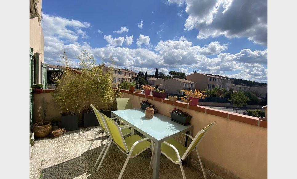 VENELLES CENTRE - T3 de 100 m2 - Duplex - Terrasse - Garage : Photo 2