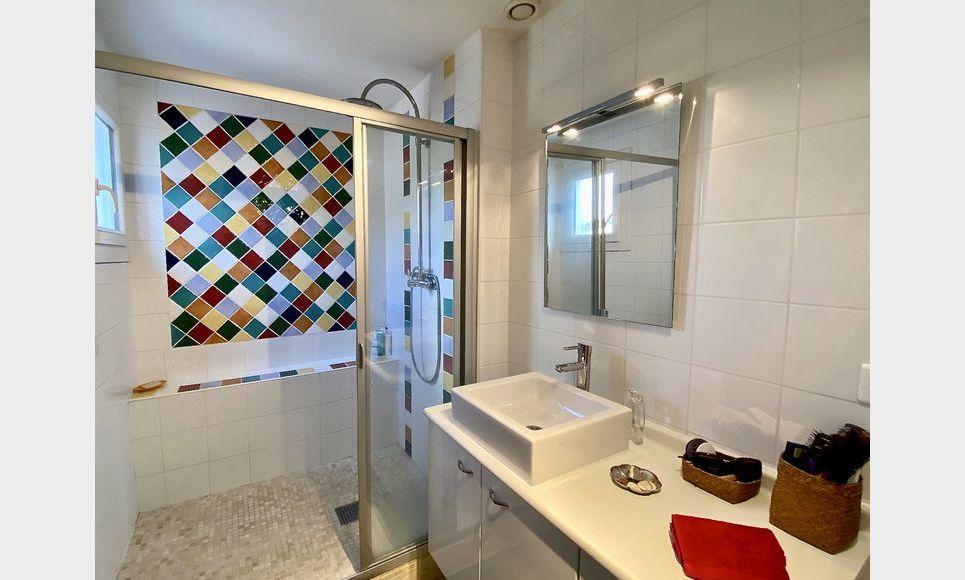 VENELLES CENTRE - T3 de 100 m2 - Duplex - Terrasse - Garage : Photo 5