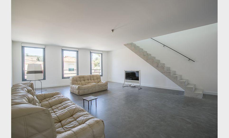ST MAXIMIN - Maison de ville T5 de 146 m2 - Cour intérieure : Photo 1