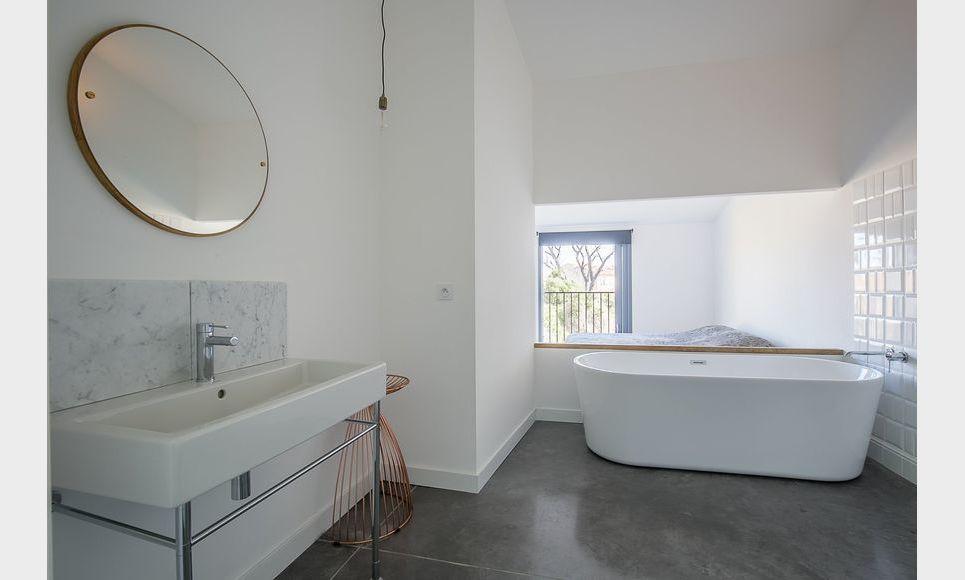 ST MAXIMIN - Maison de ville T5 de 146 m2 - Cour intérieure : Photo 6