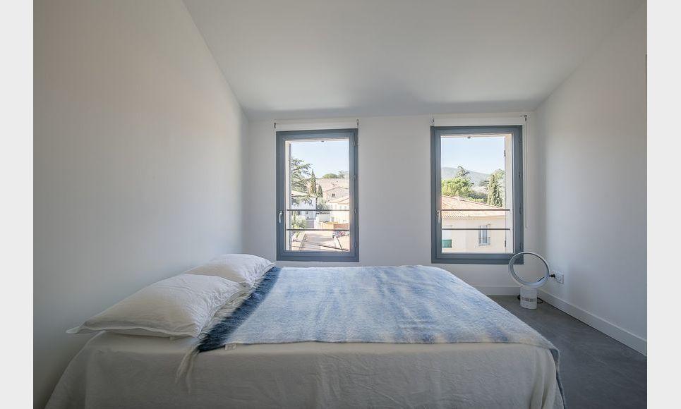 ST MAXIMIN - Maison de ville neuve T5 de 146 m2 - Cour intér : Photo 7