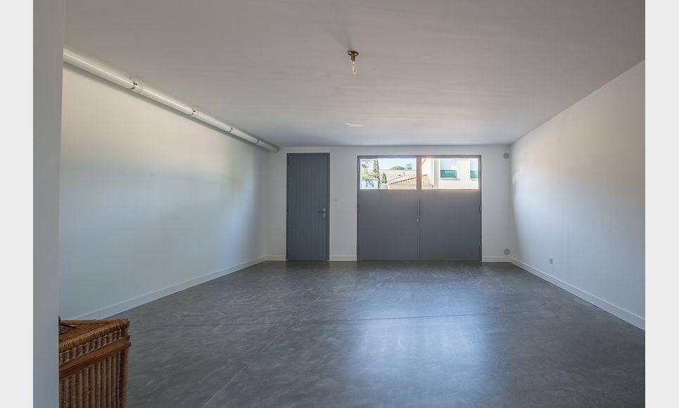 ST MAXIMIN - Maison de ville T5 de 146 m2 - Cour intérieure : Photo 8