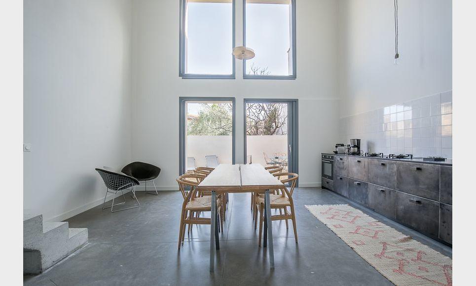 ST MAXIMIN - Maison de ville neuve T5 de 146 m2 - Cour intér
