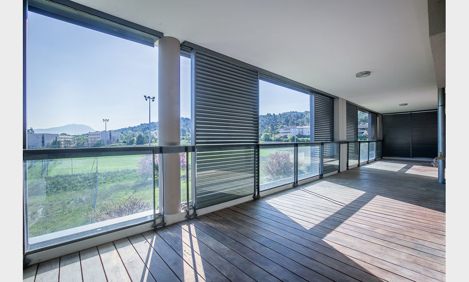 AIX SUD - T5 de 117 m2 - Dernier étage - Terrasse - Garages : Photo 2