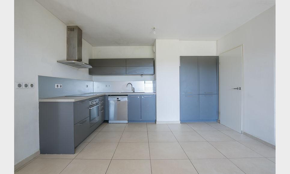 AIX SUD - T5 de 117 m2 - Dernier étage - Terrasse - Garages : Photo 3