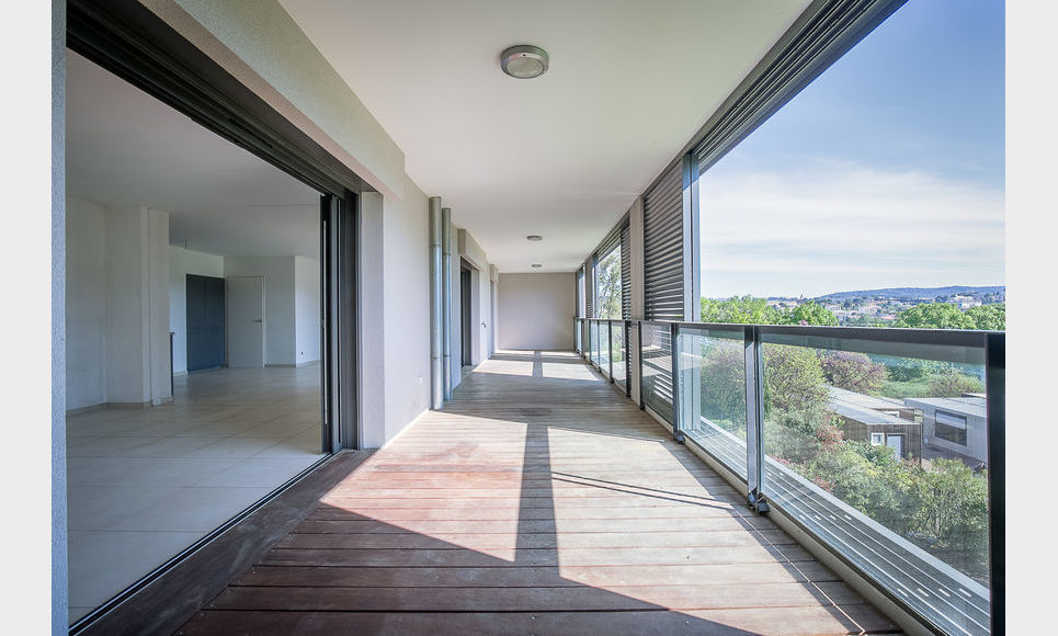 AIX SUD - T5 de 117 m2 - Dernier étage - Terrasse - Garages : Photo 4