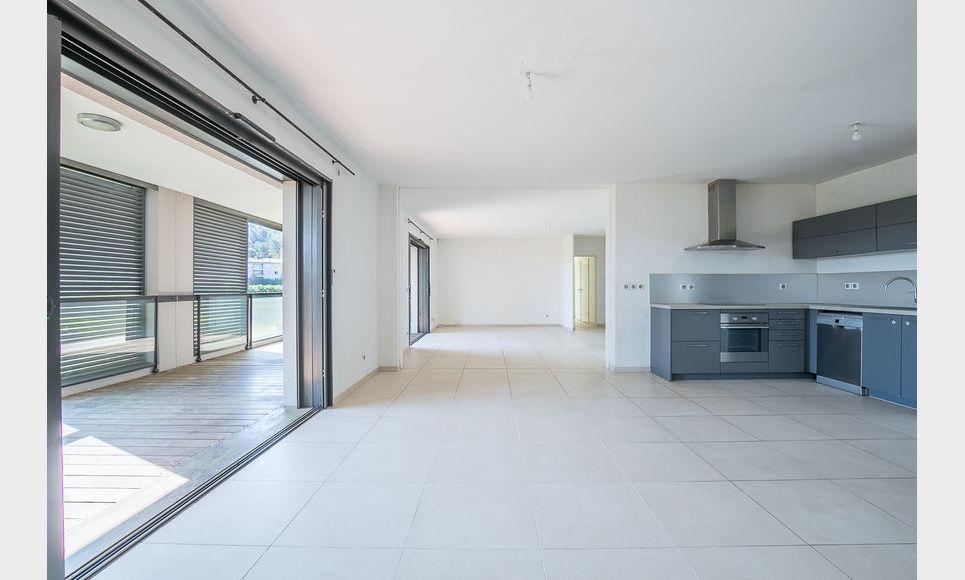 AIX SUD - T5 de 117 m2 - Dernier étage - Terrasse - Garages : Photo 5