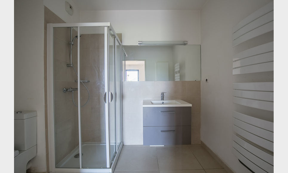 AIX SUD - T5 de 117 m2 - Dernier étage - Terrasse - Garages : Photo 6