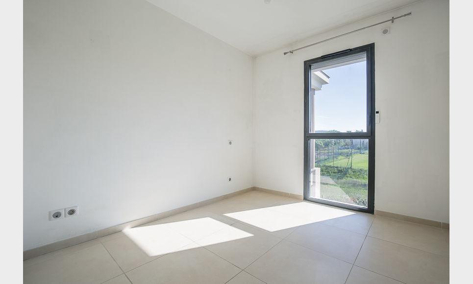 AIX SUD - T5 de 117 m2 - Dernier étage - Terrasse - Garages : Photo 8